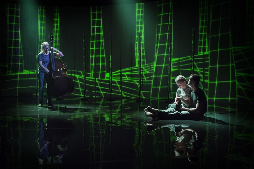 Föreställlningen #jag på Kungliga Operan 2016. På bilden: Katarina Lindgren; Gjertrud Lager Olaussen; Ninos Josef;